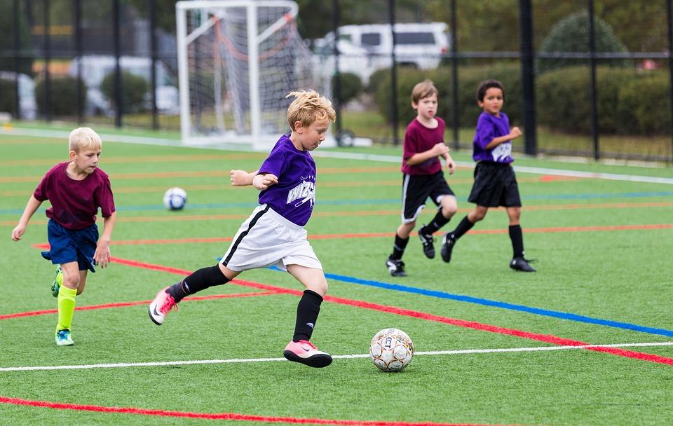 Conoce la pirámide de la actividad física esencial para los niños