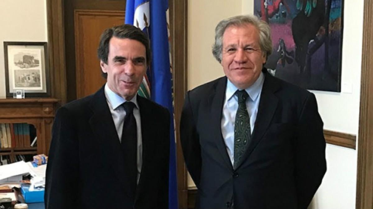 El nuevo Premio FAES a la Libertad, Luis Almagro, junto a José María Aznar, en su despacho de Washington.