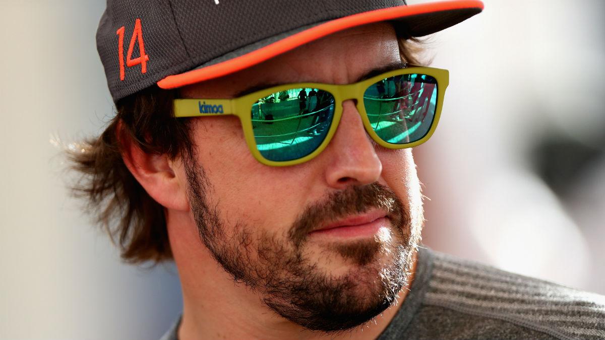 Los rumores que apuntan a Fernando Alonso como principal responsable de la salida de Honda de McLaren son falsos, según el CEO de los británicos, Zak Brown. (Getty)