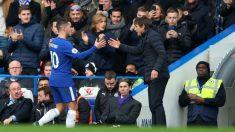 Hazard y Conte se saludan tras el cambio. (Getty)