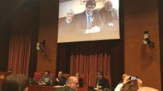 El ex presidente del Govern, Carles Puigdemont, compareciendo por plasma