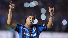 Ronaldinho durante su etapa en México. (AFP)