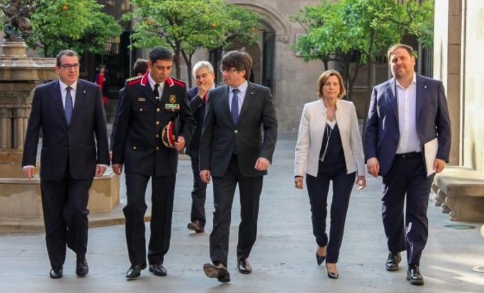 Josep Lluís Trapero, Mayor de los Mossos d´Esquadra, con Puigdemont y Forcadell