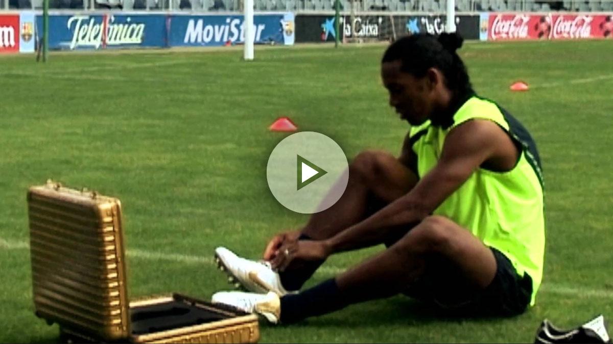 Además de maravillar con su magia en los terrenos de juego, Ronaldinho protagonizó un curioso vídeo en la prehistoria de YouTube