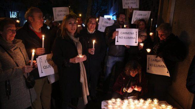 Vecinos de Madrid se hartan y se manifiestan con velas por una mejora de las farolas: «Carmena no ilumina»