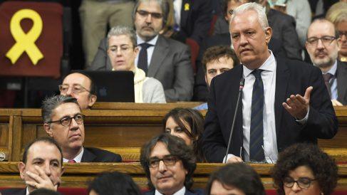 Santiago Rodríguez, diputado del PP, interviene en el Parlament de Cataluña. (Foto: AFP)