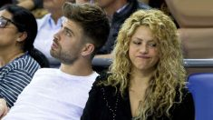 Piqué y Shakira, en un partido de baloncesto. (AFP)