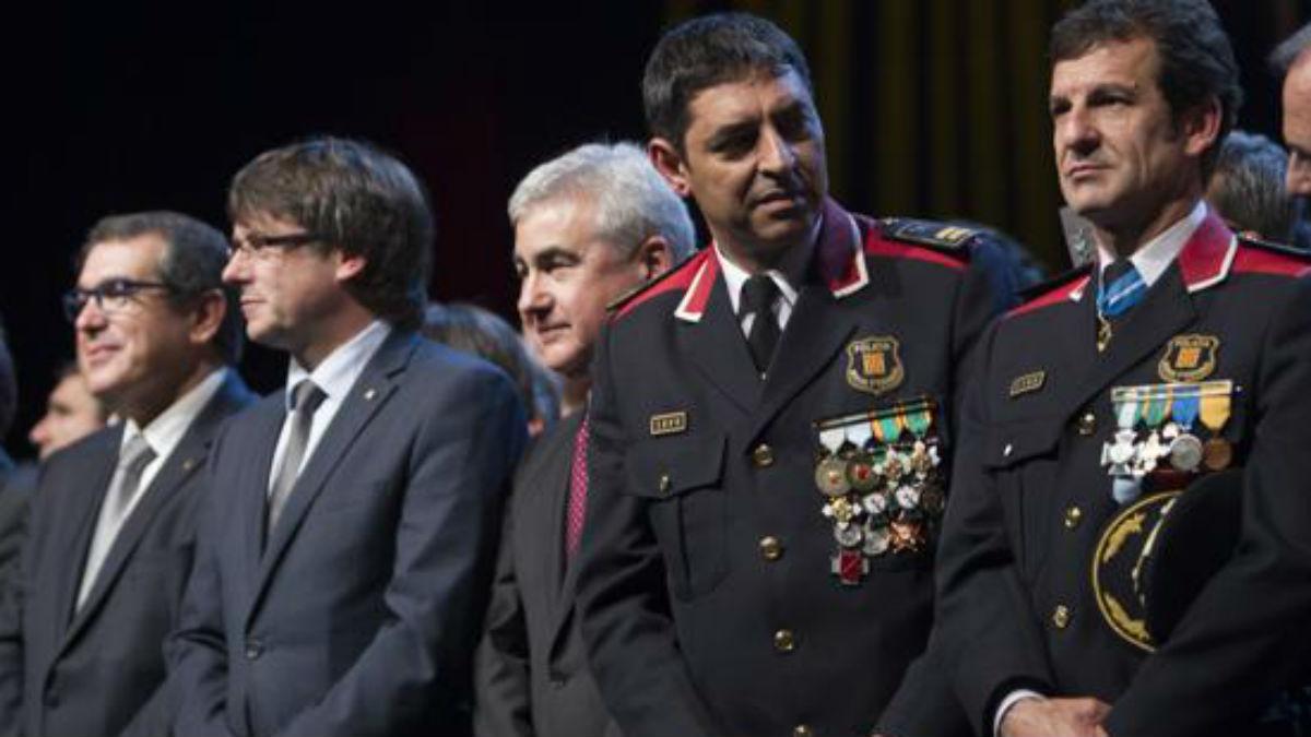 El exmayor de los Mossos, Josep Lluís Trapero, con Carles Puigdemont y Jordi Jané