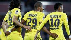 Cavani, Mbappé y Neymar durante un partido de la Liga francesa. (Getty)