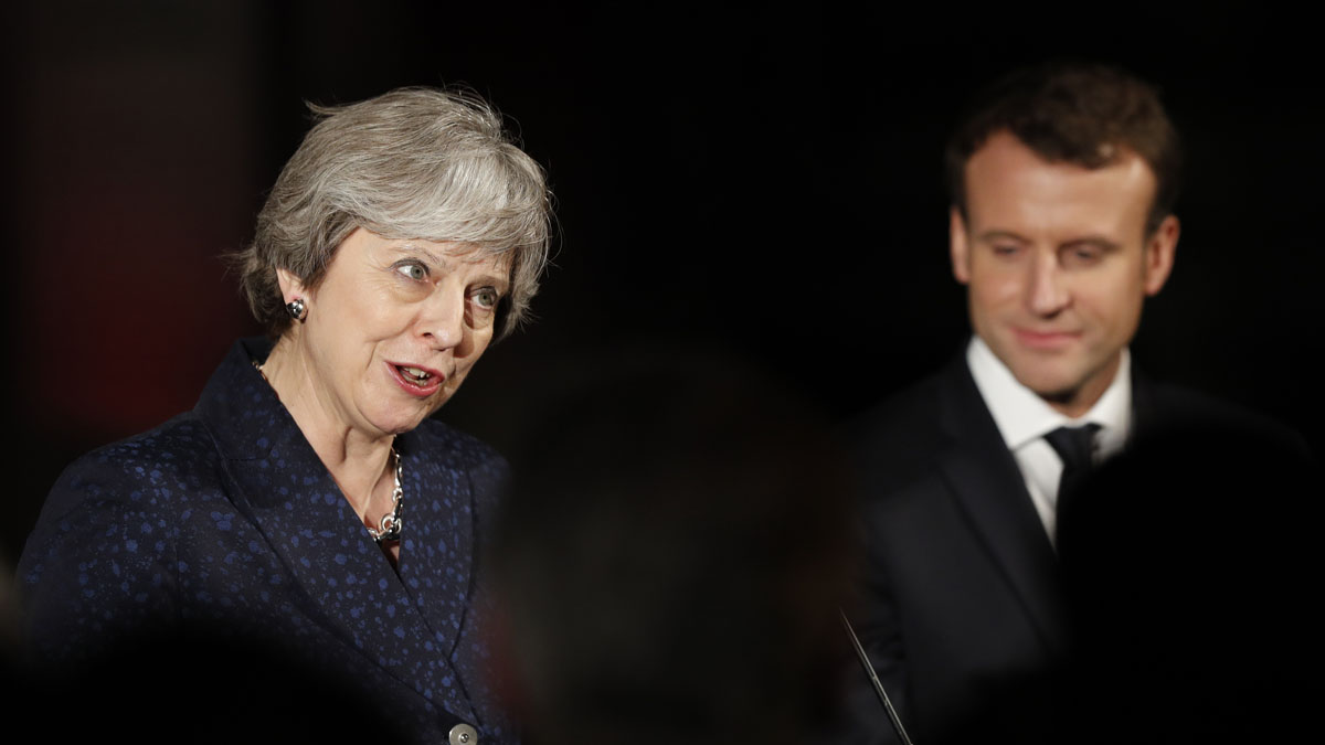 Theresa May y Emmanuel Macron (Foto: AFP)