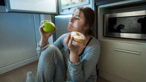 A pesar de ser un hábito de lo más recurrente, estamos ante un desorden alimentario.