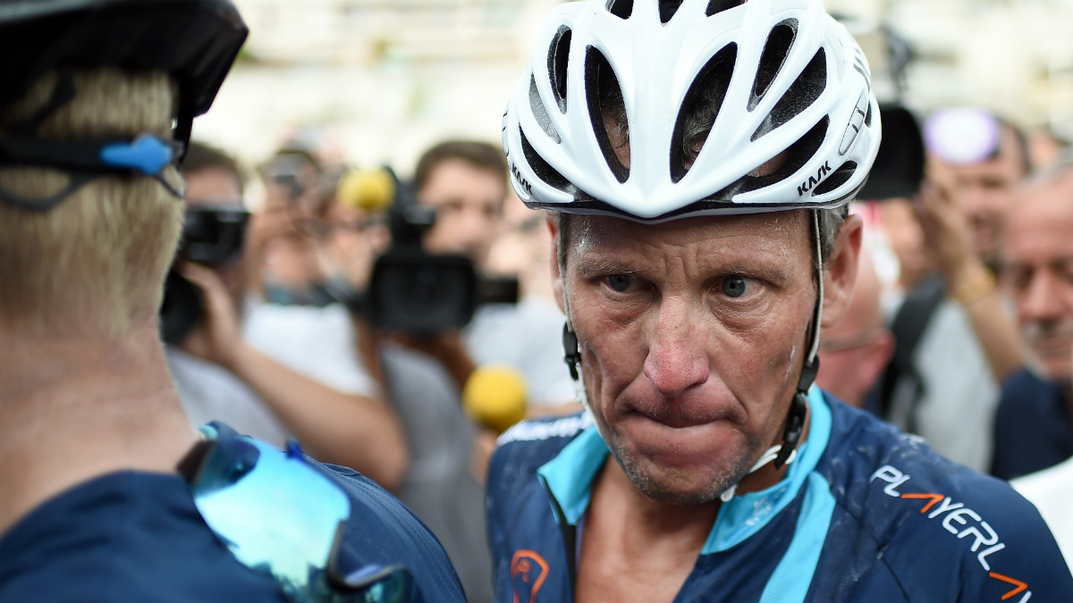 Lance Armstrong admite que decir la verdad le ha costado casi toda su fortuna. (AFP)