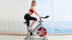 La bicicleta estática imita la acción de una bicicleta convencional.
