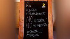 El cartel separatista que un restaurante de Vich (Barcelona) ha colocado en su entrada