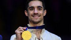 Javier Fernández posa con su medalla de oro. (AFP)