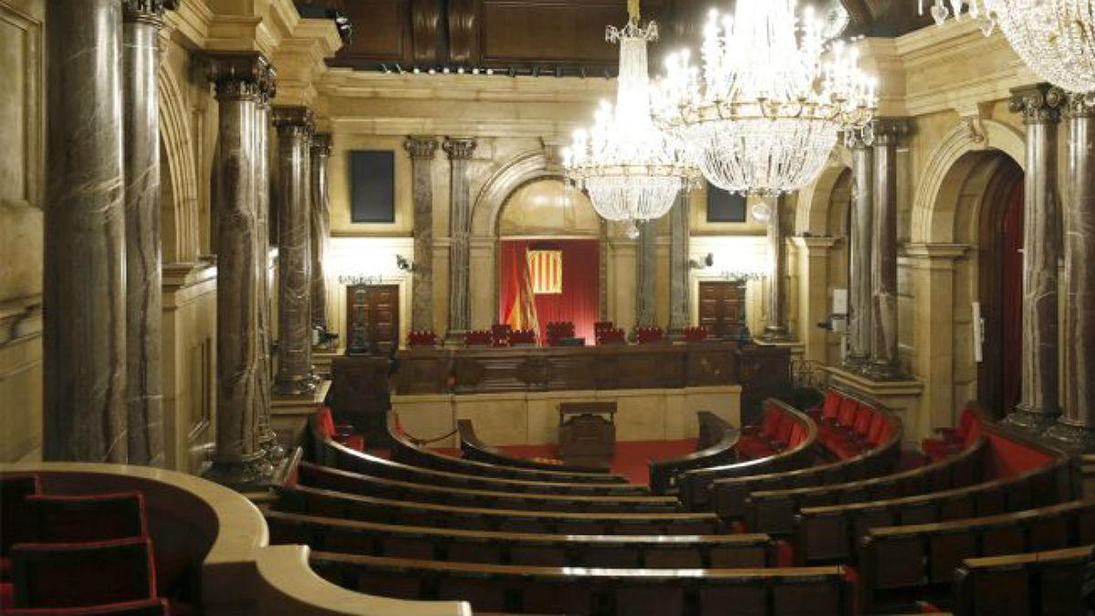 Salón de Plenos del Parlament de Cataluña. (EFE)
