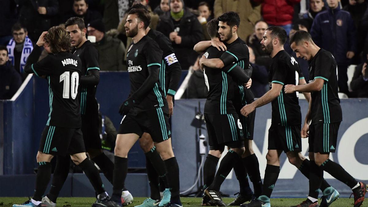 Los jugadores del Real Madrid celebran el gol de Asensio frente al Leagnés (AFP).