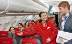 Beber café en los aviones podría ser una mala idea