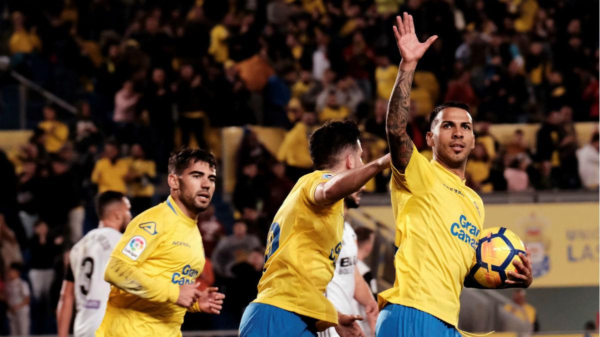 Jonathan Viera celebra el gol ante el Valencia. (EFE)