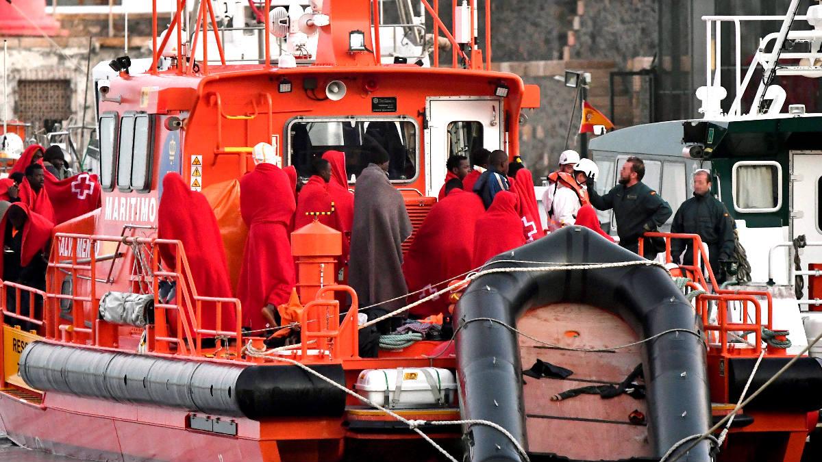 Inmigrantes rescatados en el Mar de Alborán (Foto: Efe).