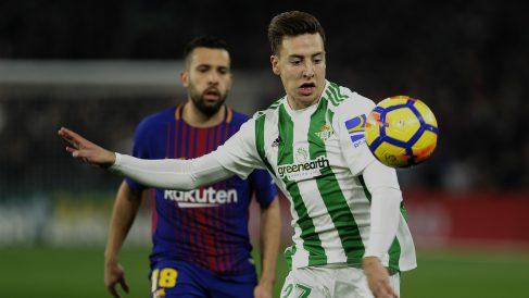 Un momento del partido entre Betis y Barcelona. (AFP)