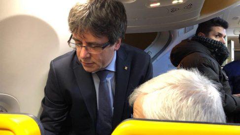 Carles Puigdemont en el vuelo Bruselas-Copenhague.