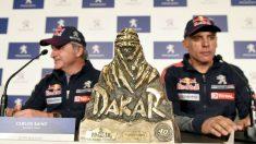 Carlos Sainz y Lucas Cruz, en rueda de prensa tras ganar el Dakar 2018. (EFE)