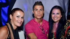 Cristiano Ronaldo junto a sus hermanas Elma (izquierda) y Katia (derecha). (Twitter)