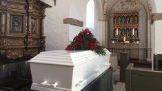 El ataúd, el lugar donde la mujer dio a luz después de muerta
