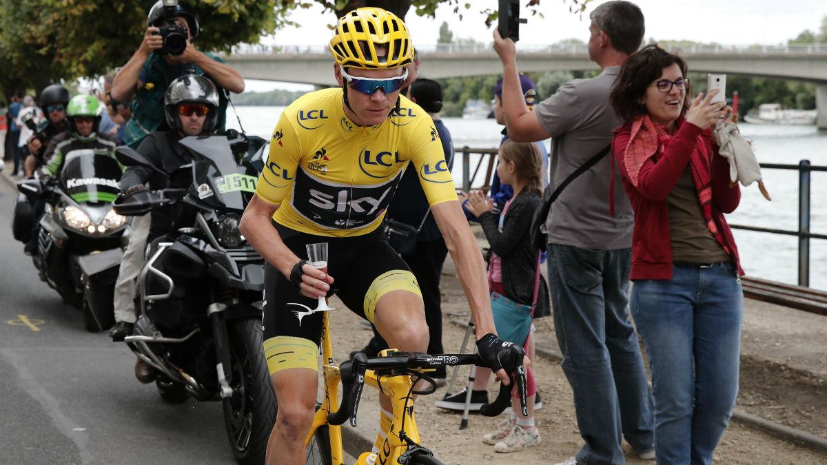 La UCI recomienda a Froome no participar en ninguna carrera ciclista.