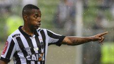 Robinho durante un partido con el Atlético Mineiro (Getty)