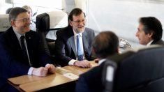 Ximo Puig, Mariano Rajoy e Iñigo de la Serna en el viaje inaugural del AVE a Castellón. (Foto: EFE)