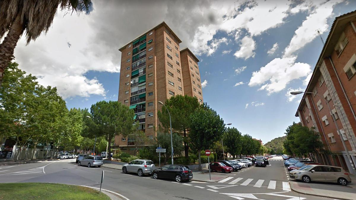 Fachada del número 4 de la calle Lluís Requesens, en Martorell, donde se ha producido el suceso.