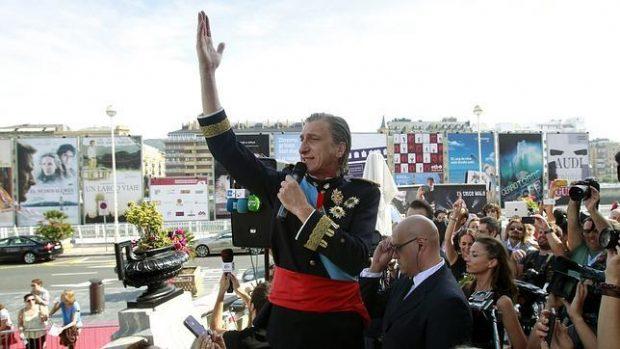 Tony Lomba imitando al Rey Juan Carlos en San Sebastián