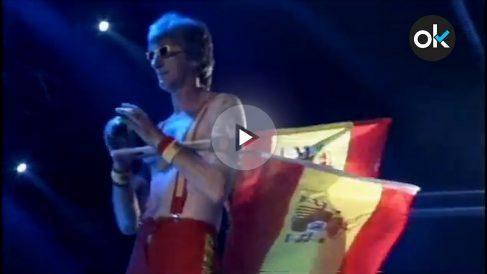 """El cantante gallego Tony Lomba con su canción """"España, España"""""""