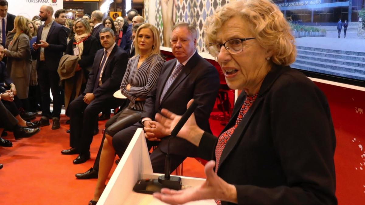 Manuela Carmena en Ifema junto a Cristina Cifuentes. (Foto: Madrid)