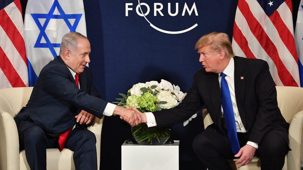 Benjamin Netanyahu y Donald Trump, reunidos en el Foro de Davos. (AFP)