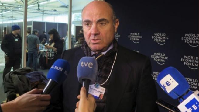 Guindos dice que el «escenario central» es aprobar los PGE y gobernar vía decretos