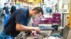 Emigrante trabajando en la BMW en Munich (Foto: GETTY)