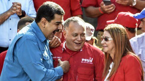 Nicolás Maduro, su esposa, Cilia Flores, y Diosdado Cabello (Foto: AFP).