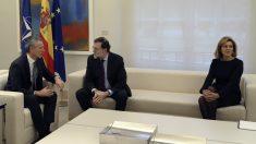 El secretario general de la OTAN, Jens Stoltenberg, con Rajoy y Cospedal en Moncloa. (EFE)