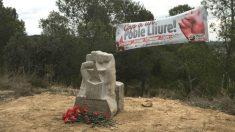 Monolito en Castelló de Farfanya (Lérida), en honor al ex militante de 'Moviment de Defensa de la Terra' (MDT), Julià Babia