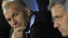 Zidane y Mourinho en el banquillo (Getty)