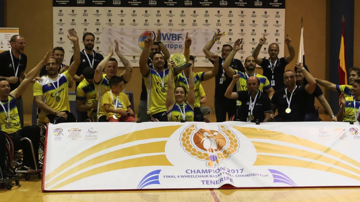 El club Ilunion celebrando su último título. (Foto: FB)