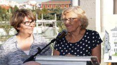 La alcaldesa Manuela Carmena junto a la edil Inés Sabanés. (Foto: Madrid)