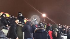 Incidentes en el Camp Nou entre aficionados del Barcelona y del Espanyol.