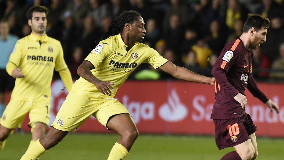 Rúben Semedo trata de robar una pelota a Messi. (AFP)
