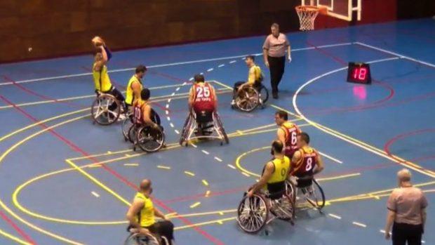 Carmena abandona a los campeones de baloncesto en silla de ruedas y les niega un polideportivo para jugar