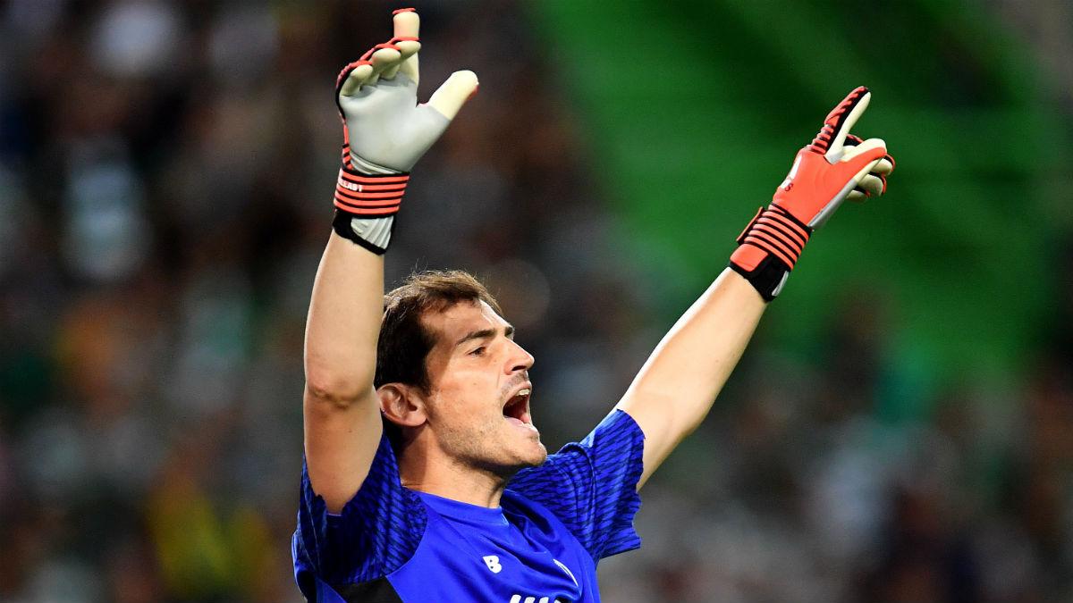 Casillas durante un partido con el Oporto (Getty)
