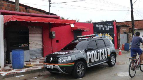 Policía en la discoteca donde sucedió un tiroteo en Fortaleza (Foto: AFP)
